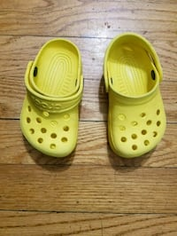 Toddler boy or girl yellow crocs shoes size 4/5 Chicago, 60652