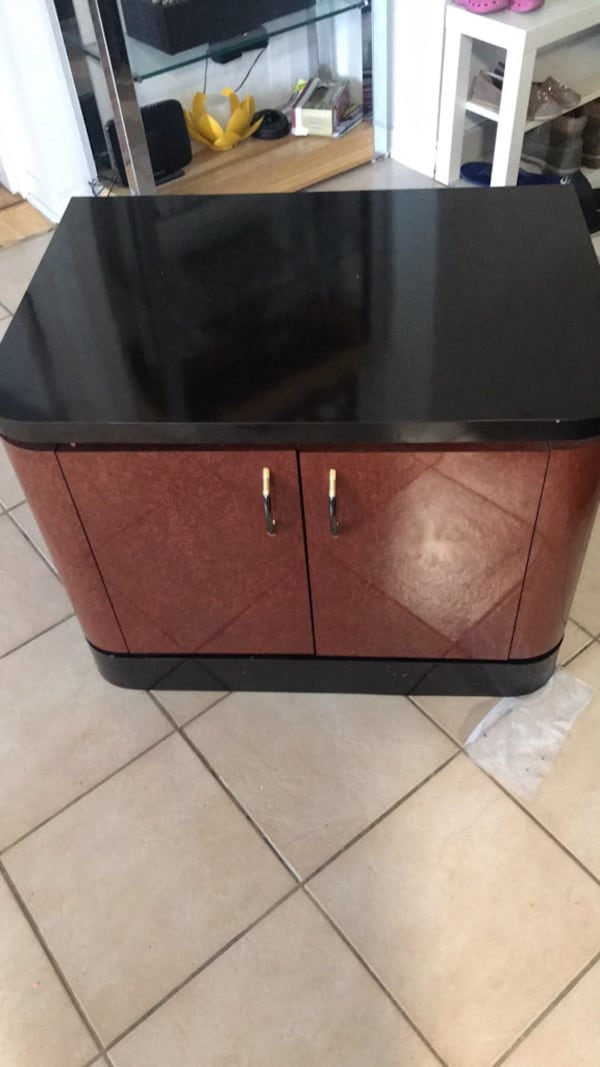 Two same Night stands  f89e1d72-9ba3-4180-bd1e-4353060c067d
