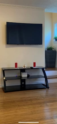 Tv Stand excellent condition like brand new. Cambridge, N1R 1L5