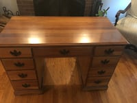 Beautiful wood 8 drawer desk Arlington, 22201
