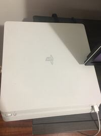 PlayStation 4 Slim White with game  Toronto, M8Y 3H8