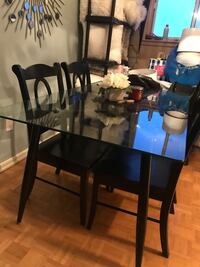 Glass table metal lets. For sale Mississauga, L5E