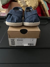 Toms size 4