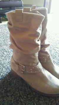 Tan boots size 6 and a half Mobile County, 36613