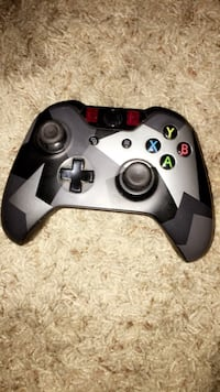 Gray and black xbox one controller Lenoir City, 37772
