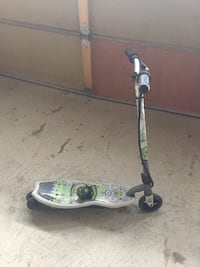 Pulse electric scooter with charger  Vaughan, L6A 3X2