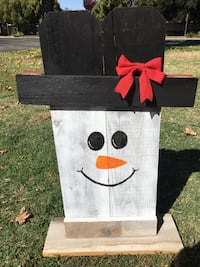 Reversible scarecrow/snowman yard decoration Atwater, 95301