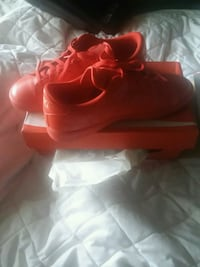 pair of red Nike basketball shoes Napoleon, 43545