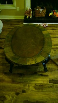 Round coffee and end table 283 mi
