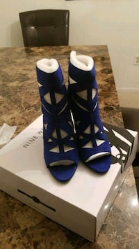 pair of blue-and-white open toe pumps Gaithersburg, 20879