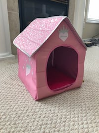 Pink pet house (dog not included) Hamilton, L8G 5H2