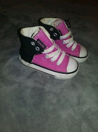 pair of pink-and-white Converse sneakers Mission, 78572