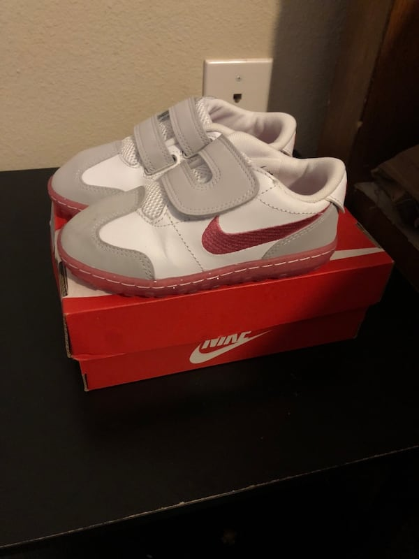 Pair of white-and-gray nike sneakers a70fc3dc-3892-4a71-8da2-e609172d4423