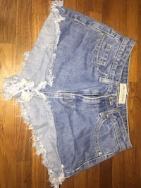 short en denim bleu screenshot