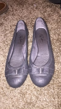 Women's pair of gray leather flats Bunker Hill, 25413
