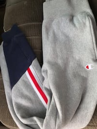 Champion sweats size small  Winnipeg, R2L 0Z6