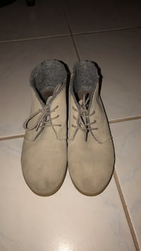 pair of gray suede boots New York, 11229