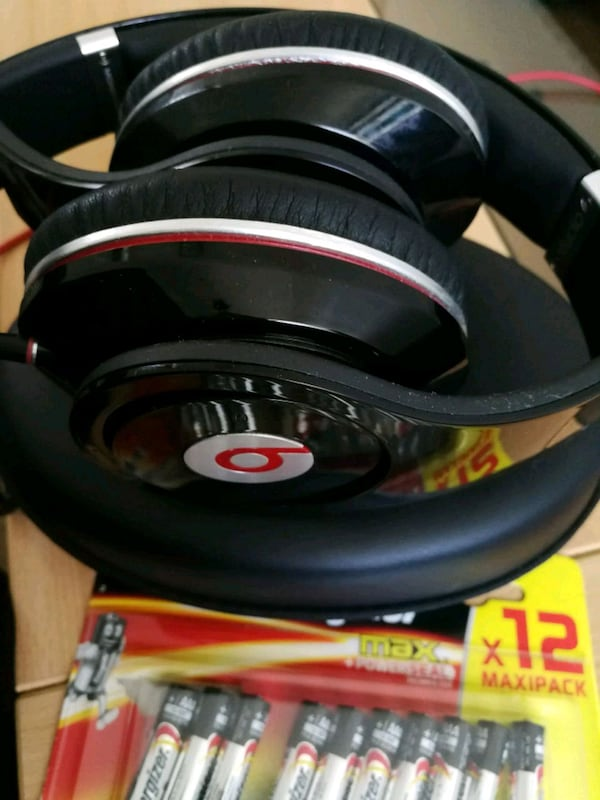 Beats headphone with Batteries  a00e3977-0c56-4f05-80af-633ee110b9b2