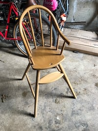Solid wood kids chair excellent condition