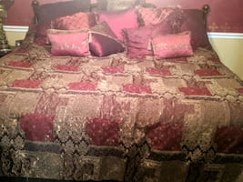 Queen comforter, bedskirt, 2 regular & 2 euro shams, 8 accent pillows