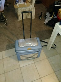 Ice chest with wheels and a handle Wichita, 67203