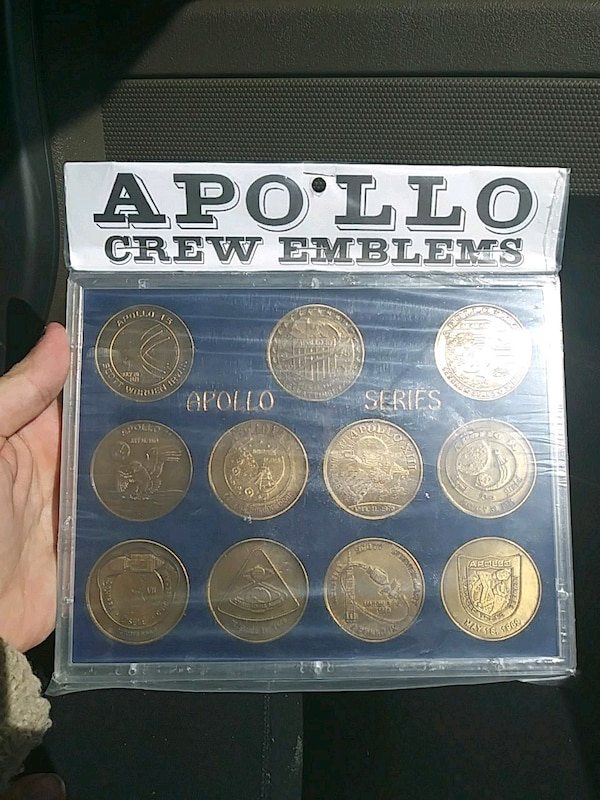 round gold-colored crew emblems pack