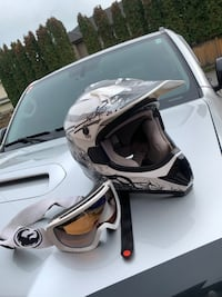 MX / ATV helmet with dragon googles Burnaby, V5B