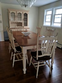 Dinning room table and hutch Secaucus, 07094