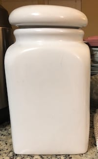 white plastic container with lid Germantown, 20874