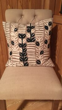 Pillow from homegoods. Cream/navy/white and sequins. Perfect condition! Fargo, 58104