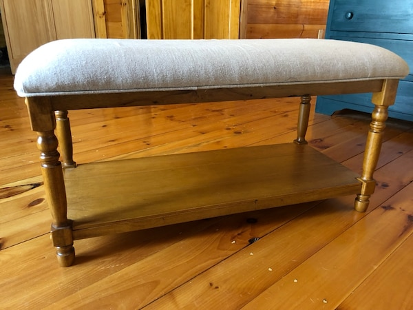 Cream upholstered wood bench bb5073ab-4221-44d7-9015-f01df30d86af