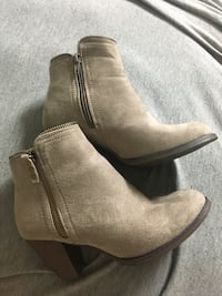 Pair of taupe boots Durango, 81301