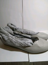 pair of white leather shoes 557 km