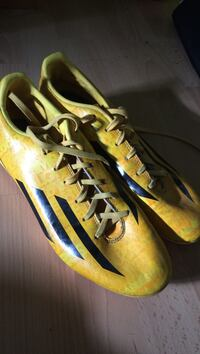paire de crampons Adidas F10 taille 40