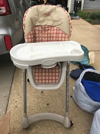 baby's white and gray high chair Waldorf, 20603