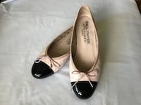 Paul Mayer Attitudes womens light pink quilted leather patent cap toe ballet flats. Size-9