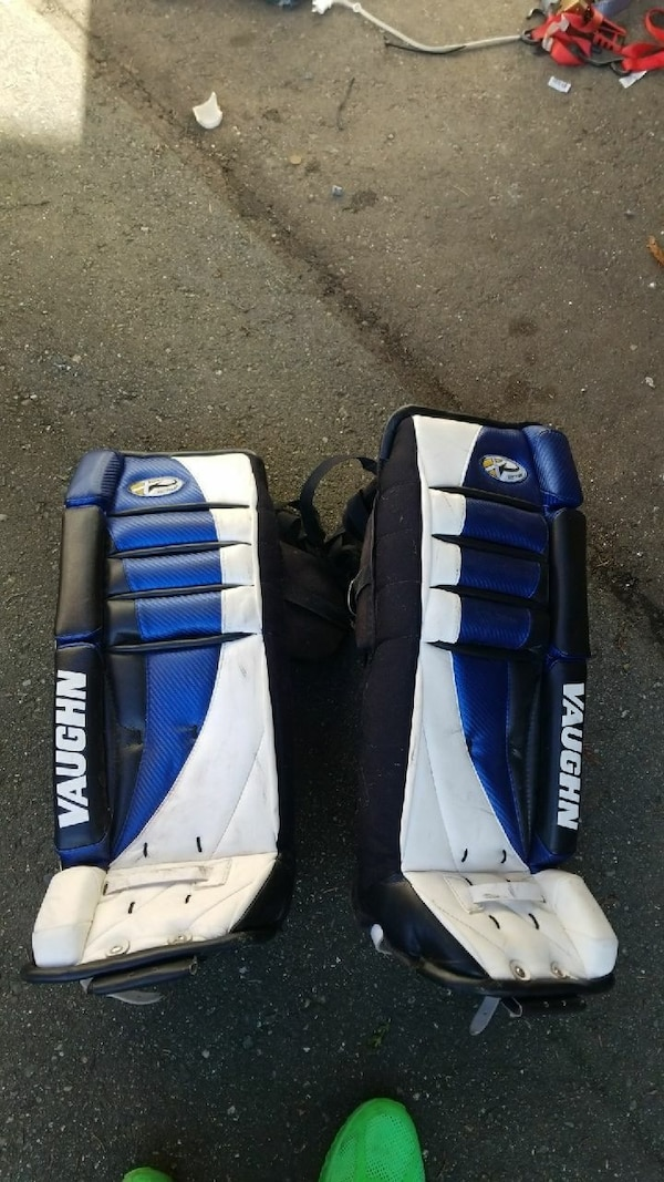 Vaughn ice hockey pads size 28 in