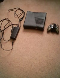 Xbox 360 with controller Martinsburg, 25404