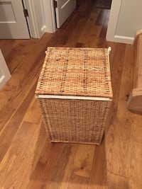 Laundry bin with lid