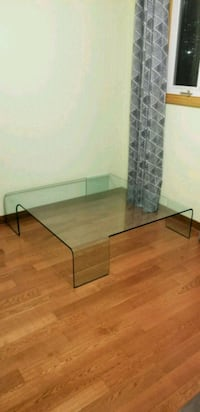 Glass coffee table Mississauga, L5B 2Y6