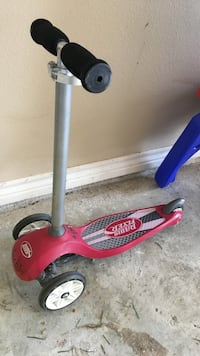 red Radio Flyer kick scooter