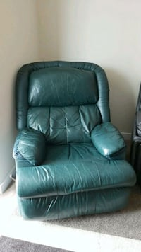Green leather recliner 930 mi