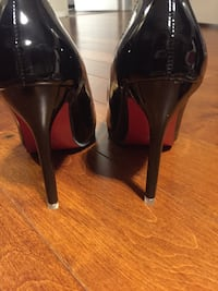 Pair of women's black stilettos red sole Toronto, M2R 3K1