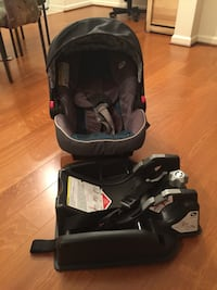 Baby's black and gray car seat carrier Centreville, 20121