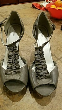 pair of women's gray pumps Sparks, 89436