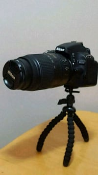 NIKON D5100 with 50mm lens camra beg and charger