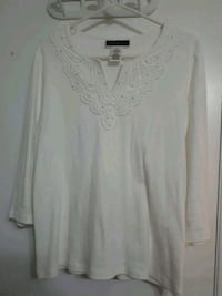 Lg sz/ White sparkle V- neck cotton Gatineau, J8P 7J7