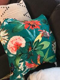 Tropical accent pillow Toronto, M2J 4Y6