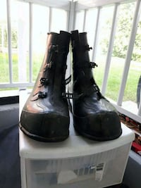 pair of black leather boots Longueuil, J3Y