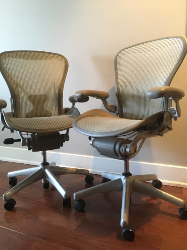 2 Herman Miller Aeron chairs - Lightly used 3d261615-d61e-4c89-a340-34626b8737e7
